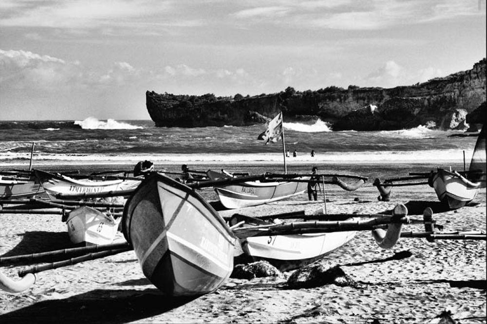 beach by gnyomi