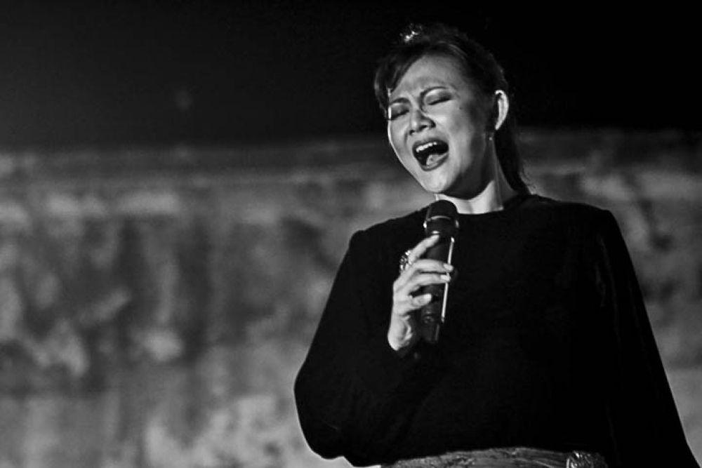 Iga Mawarni on Singing by gnyomi