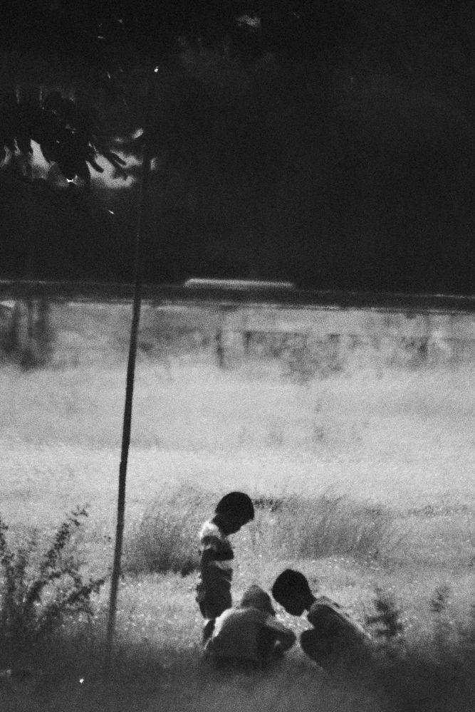 kids play by gnyomi