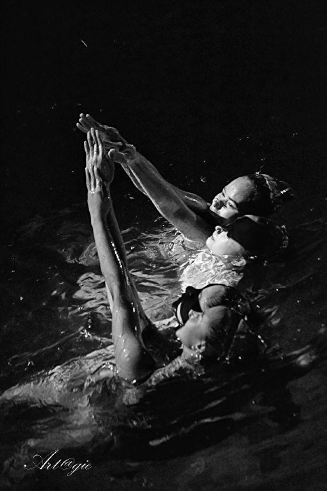 pool dance by gnyomi
