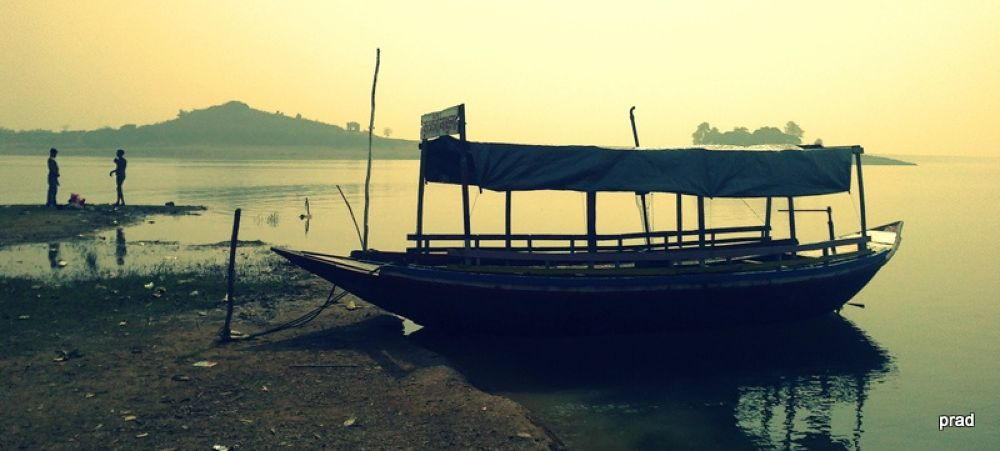 nilachol...... by Pradyut Mondal