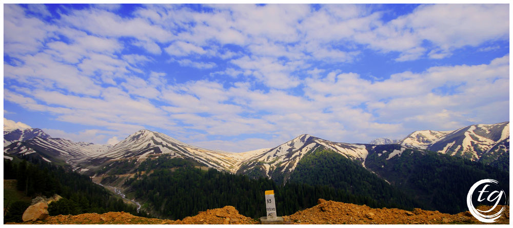Sinthan Top. On the way to Sinthan Top, Kashmir, India by Tariq Guroo