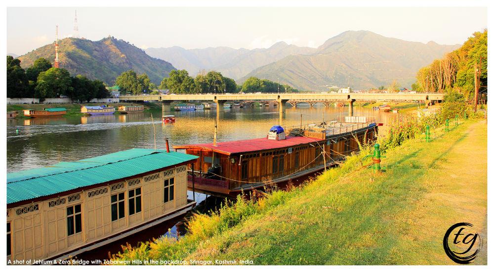 Jehlum River, Zero Bridge & Zabarwan Hills in the backdrop. by Tariq Guroo