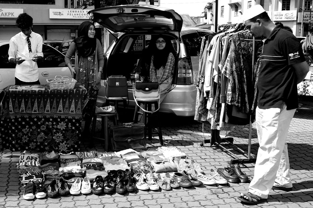 Car boot sale by iskkfx