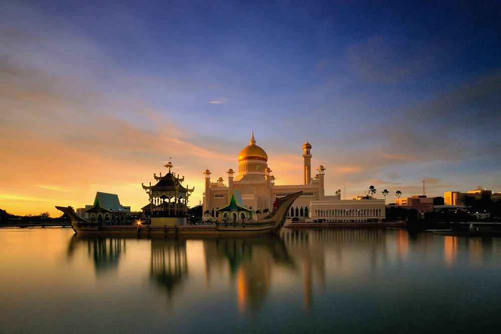 Sultan Omar Ali Saifuddin Mosque by azrisuratmin