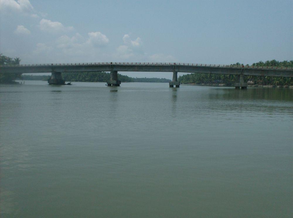 Backwaters, Kerala by raghavankk