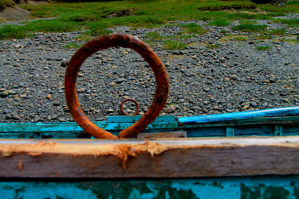 rusted oar locks by ichernin