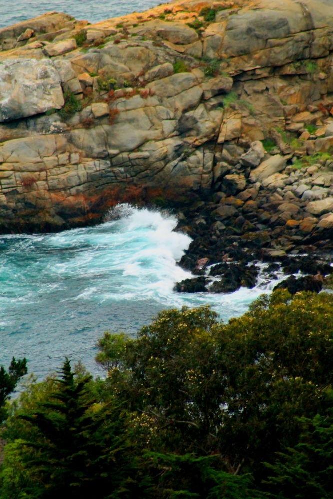 the rocky pacific coastline by ichernin