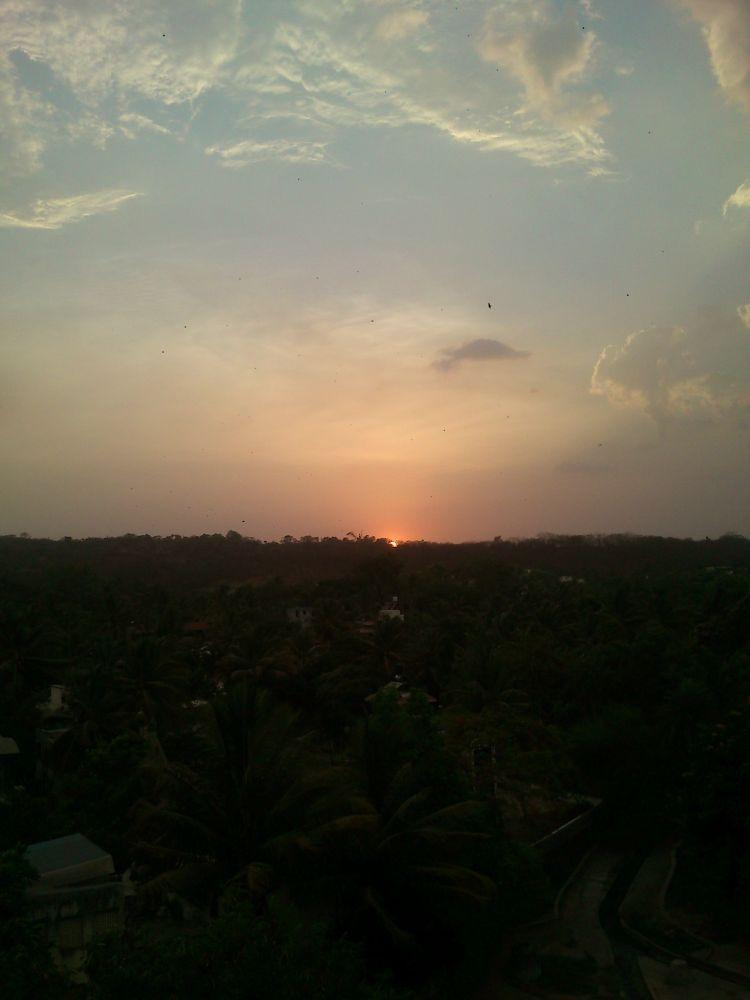 sunset skies........... by ravanti