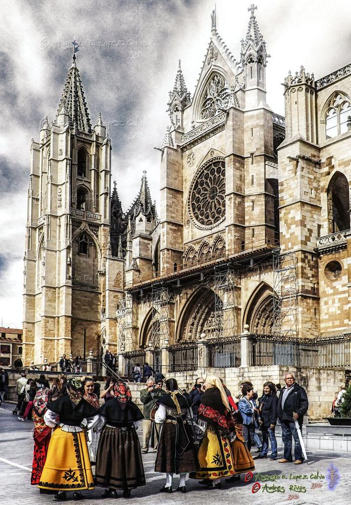 Catedral y Tradición. León. España by Augusto E. López Calvo