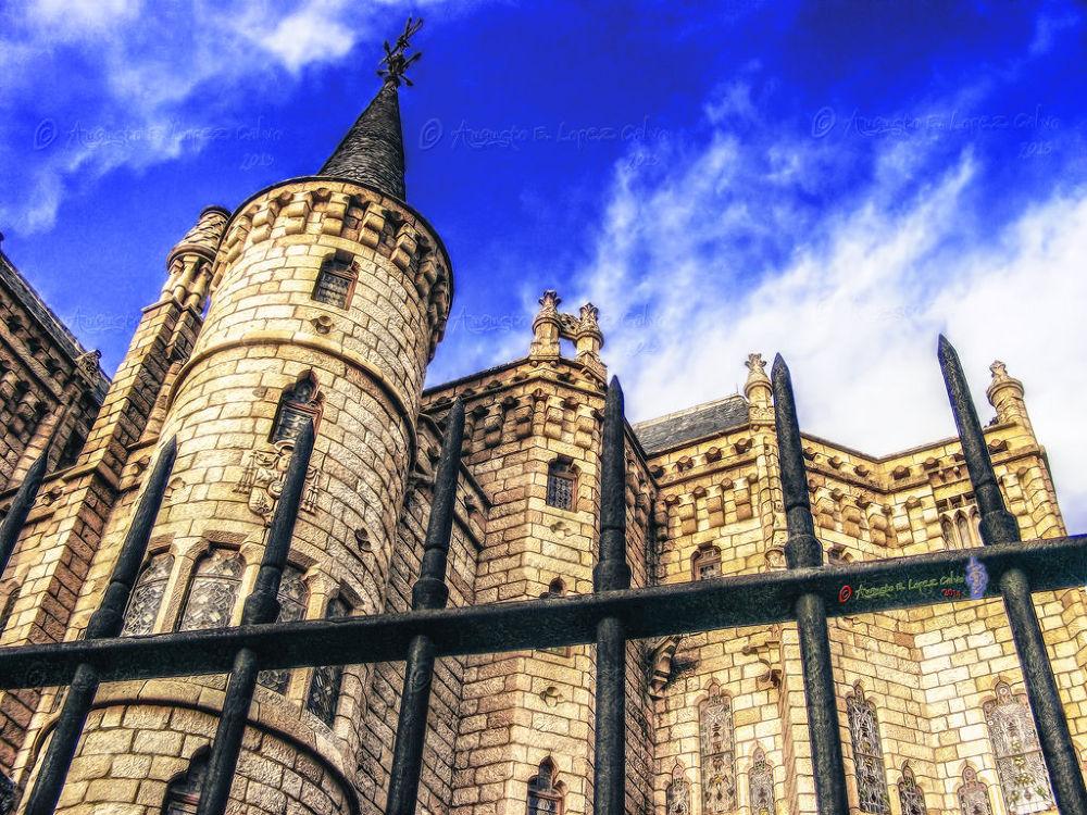 Palacio Episcopal de Astorga. León (España) Obra de Gaudí. by Augusto E. López Calvo