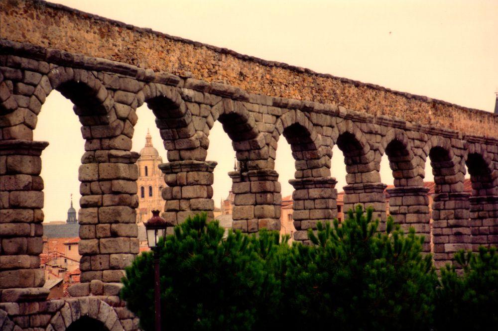 Aqueduct by Grégory Hallé Petiot