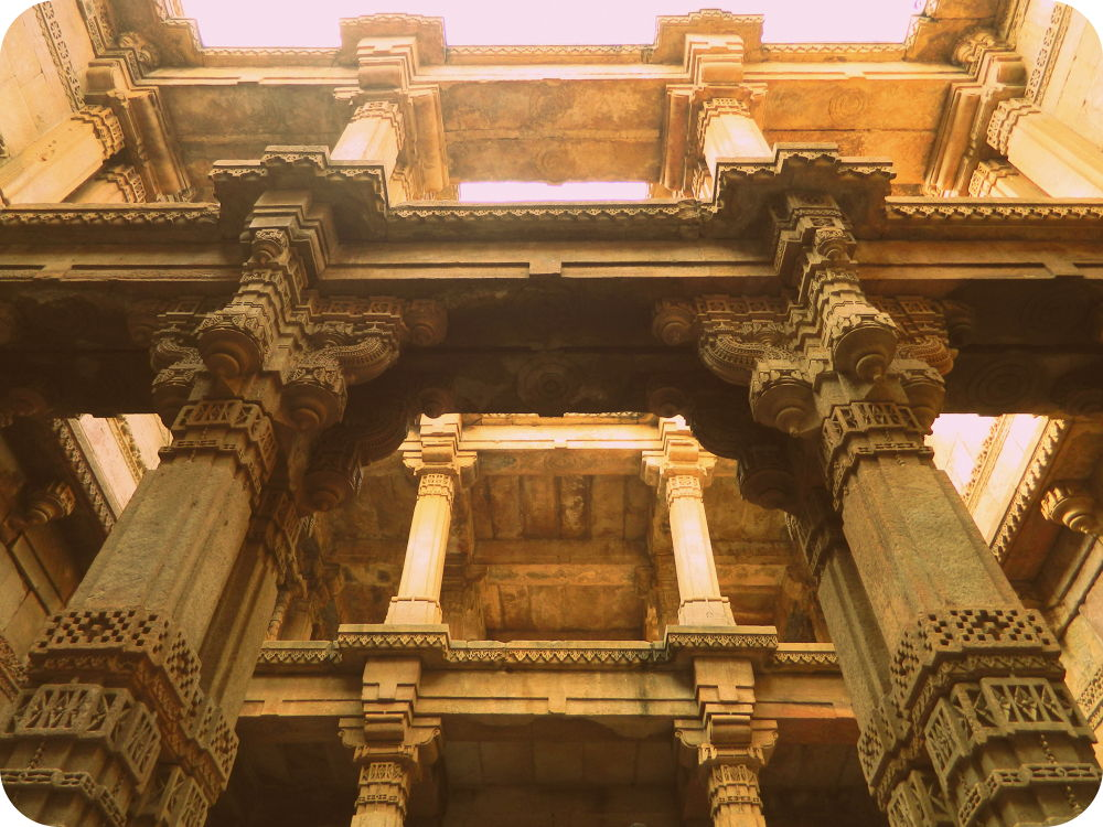 Great pillar carving structure @Adalaj Step Well with Instameet 4.0 ID:udy_v by Uday Vanza