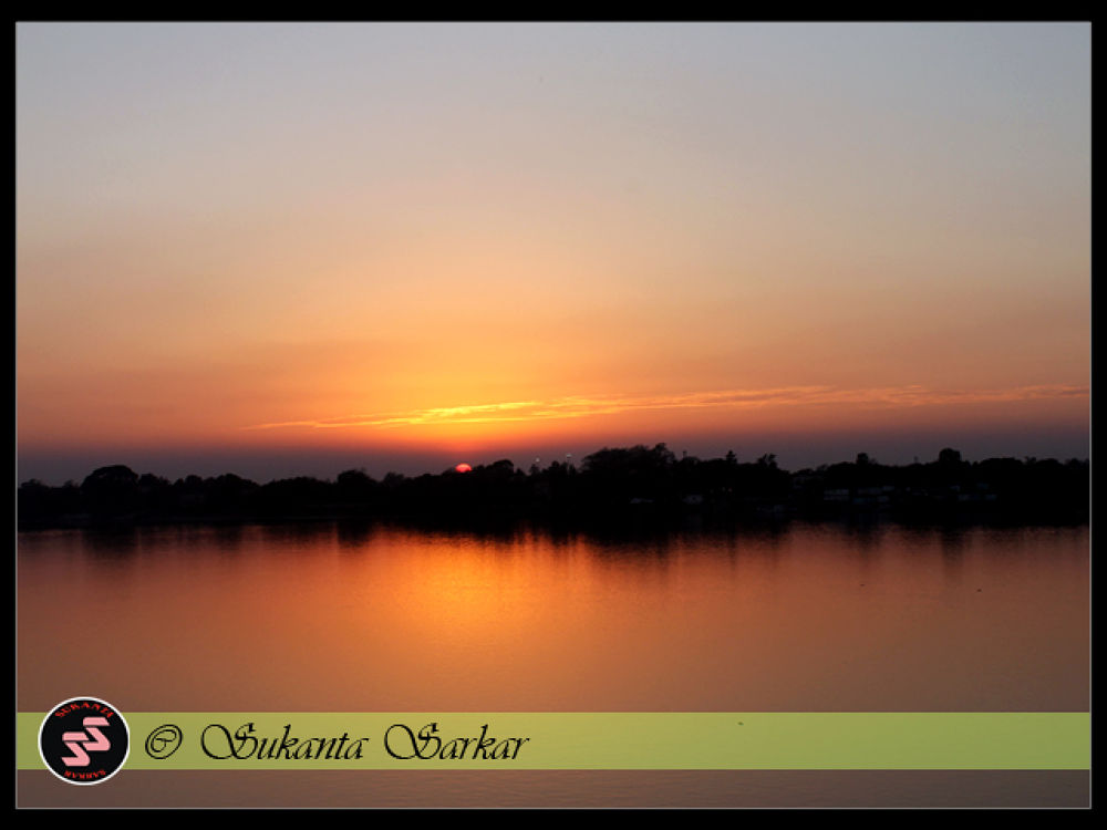 Sunset over River Hooghly. by SUKANTA SARKAR