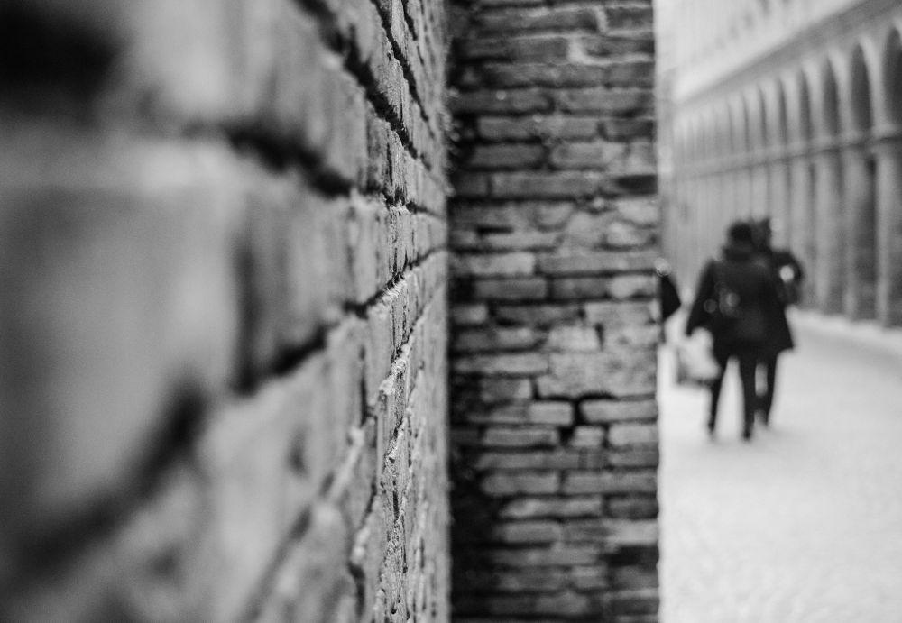 dietro l'angolo by Guendalina Quattrocchi