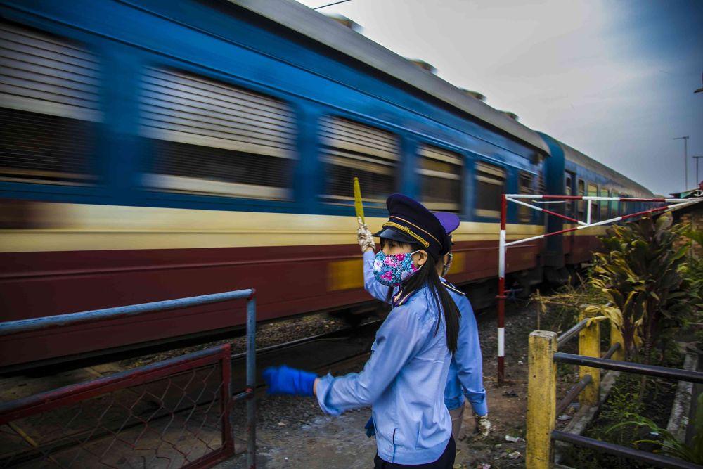 belle du train by photomagaflor