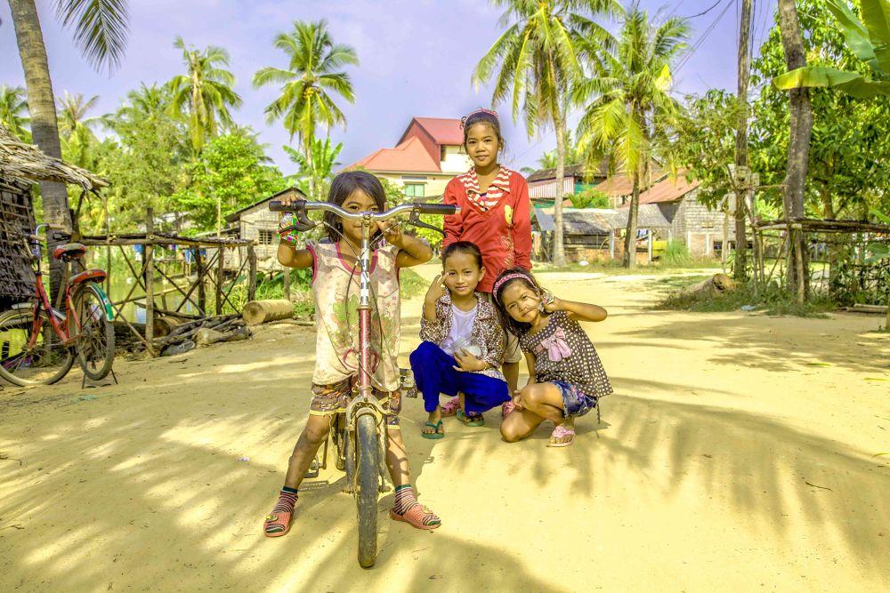 les enfants de Siem Reap en velo by photomagaflor