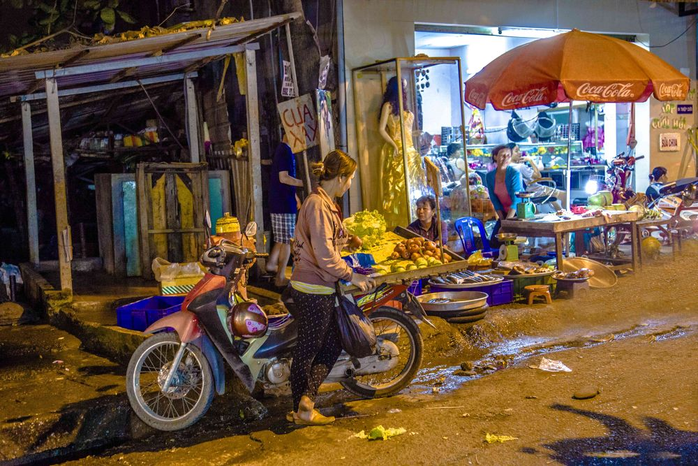 le scooter au marché by photomagaflor