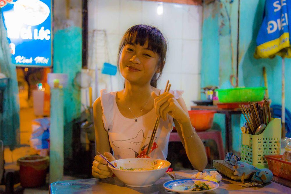 Photo in Cityscape #magaflor #jeune femme #restaurant #saigon #vietnam