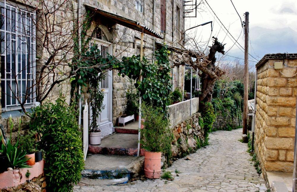 Vilage house in Moukhtara, Lebanon by sakabedoyan  Jack