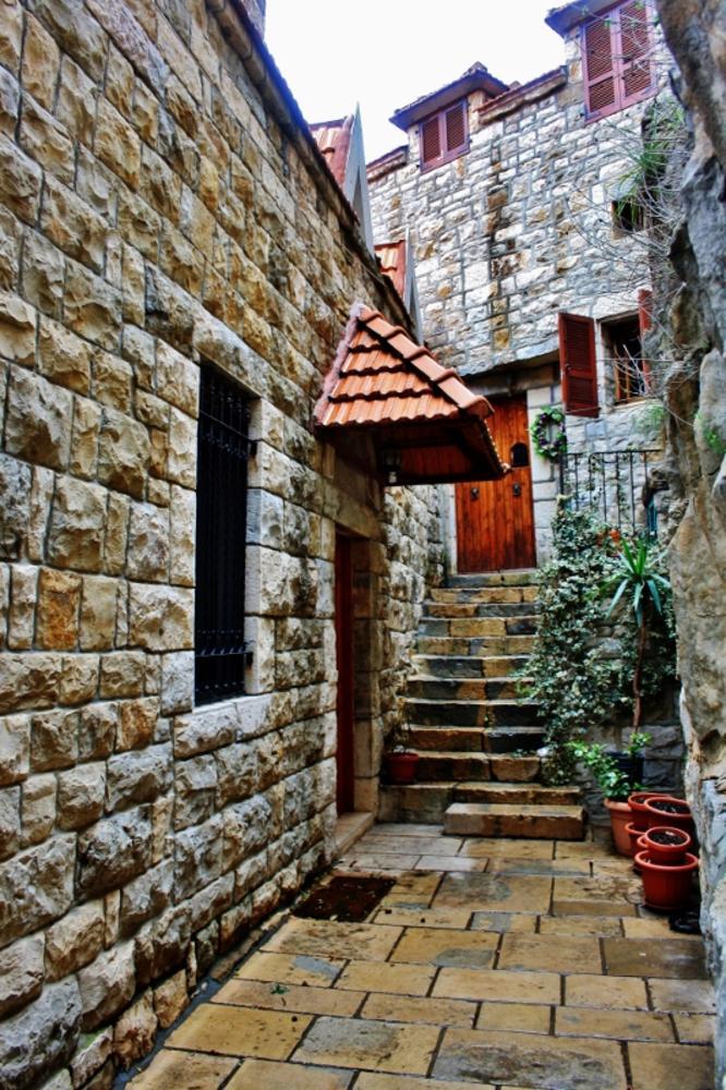Enterence of house, Lebanon by sakabedoyan  Jack