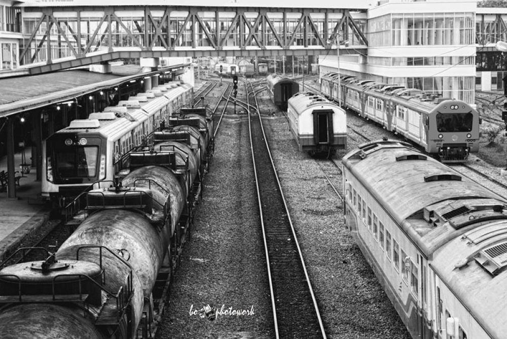 trains by gilanggumi
