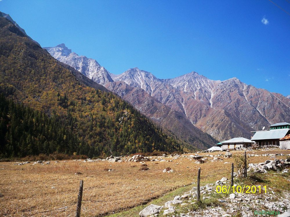 Valley of Chitkul by bodhisatya