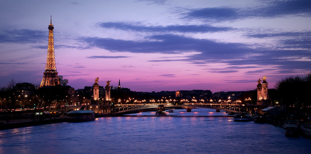Paris by night by Fabien Harrow