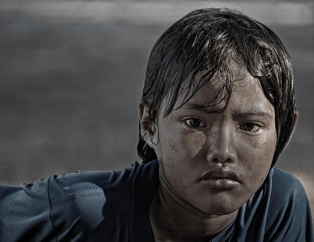 sad child by Somyot & Majid S Blend Werk