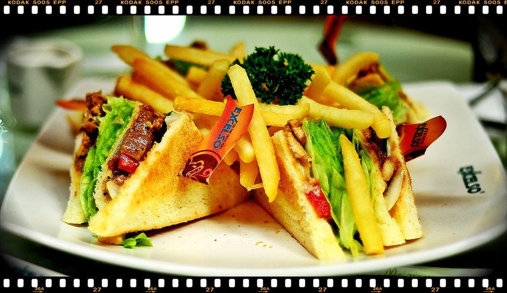 Sandwich-roti tumpuk by Suisnofla/alfonsiuS