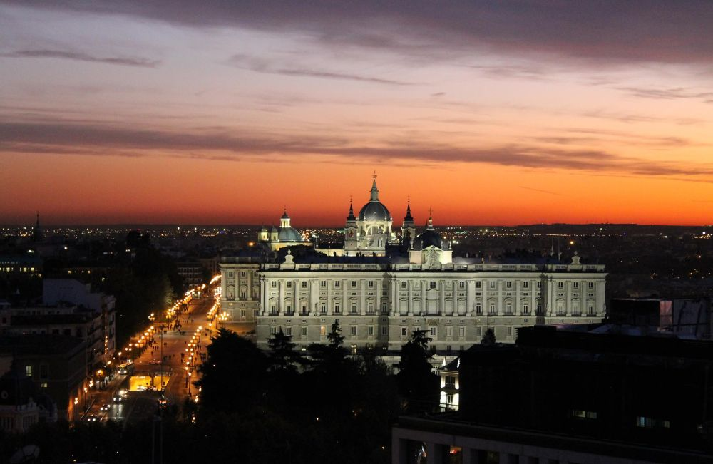 Royal Palace Madrid, sunset by mikivalero
