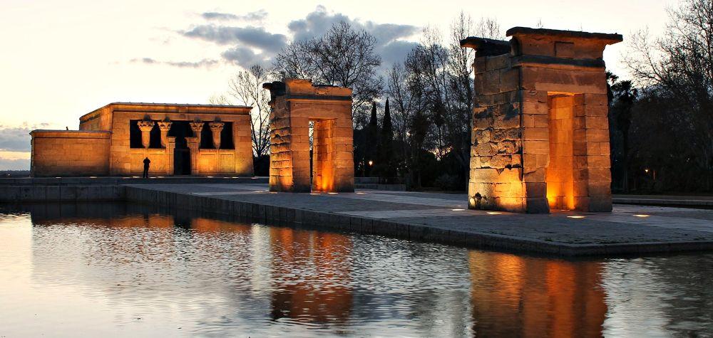 Templo de Debod, Madrid by mikivalero