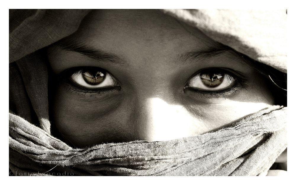 Photo in Black and White #look #regard #olhar #femme #woman #eyes #emotive #emotion #black and white #noir et blanc #preto e branco #olhos #yeux #oeil #foulard #lenço #scarf #reflet #pa2013 #people #women #rapariga #female #mulher