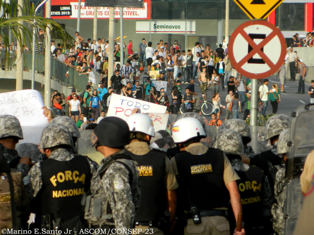 Cobertura das manifestações ocorridas em BH (22/06/2013) Durante a Copa das Confederações. by marinojuniorfotografia