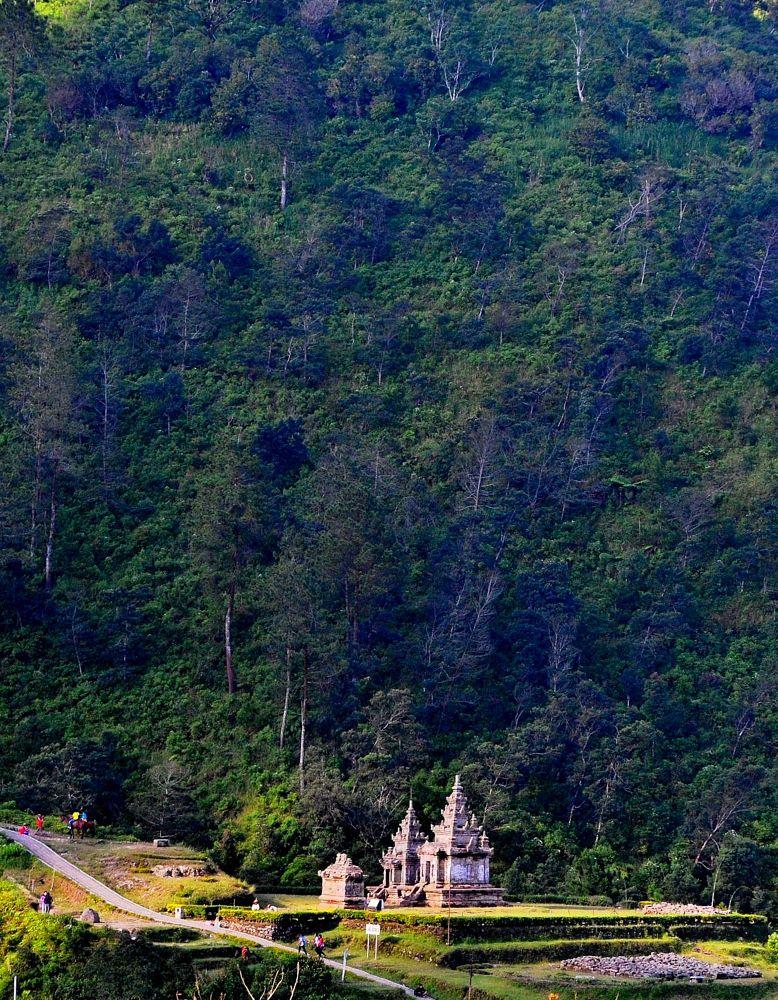The temple... by Sarwono Adi Raharjo