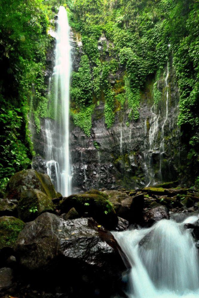 Lawe Waterfall by Sarwono Adi Raharjo