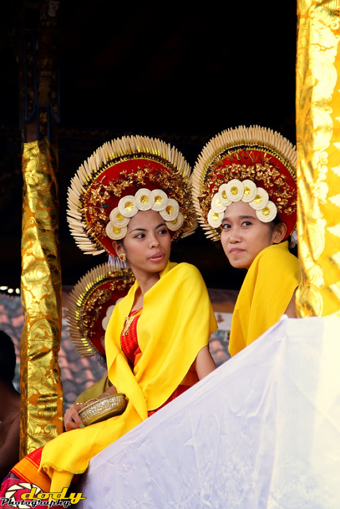 """Balinese Dance coustume """"Rejang Dance"""" by dody photography"""