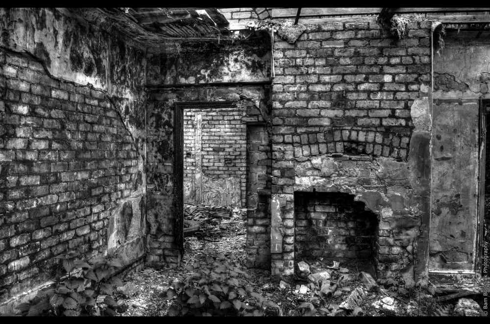 Photo in Black and White #derelict #abandoned #old #worn #fireplace #runcorn #widnes #warrington #united #kingdom #england #uk #urban #urbex