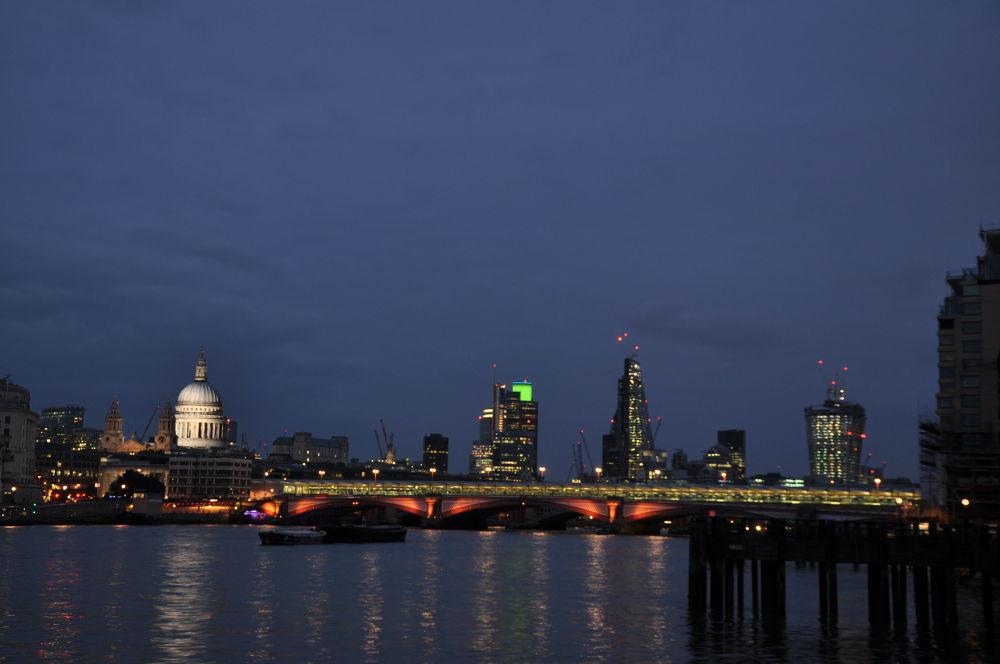 London by Gabriella Szekely