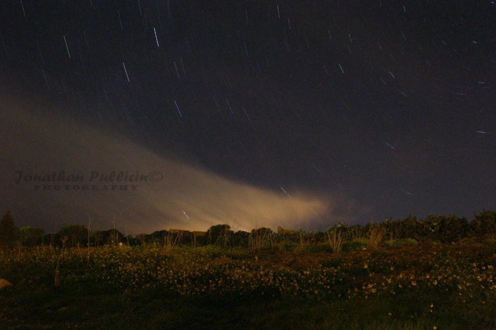 Star trail by Jonathan Pullicino