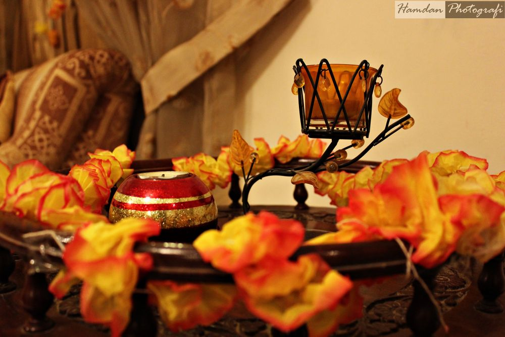 Of candles and flowers by Hamdan Photografi