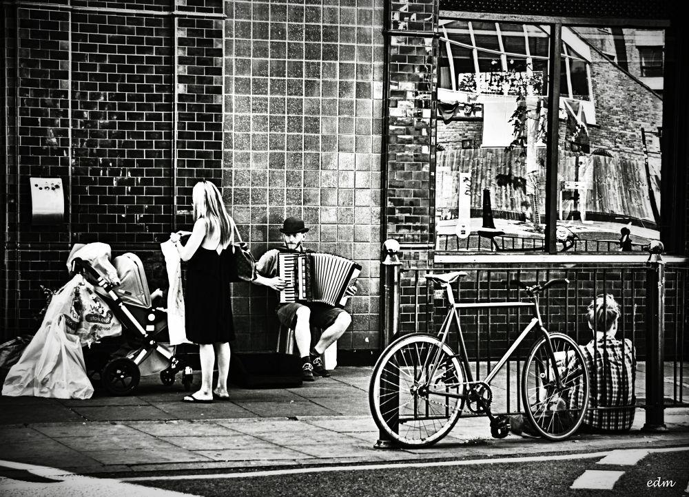 London Life by ermannoalbano