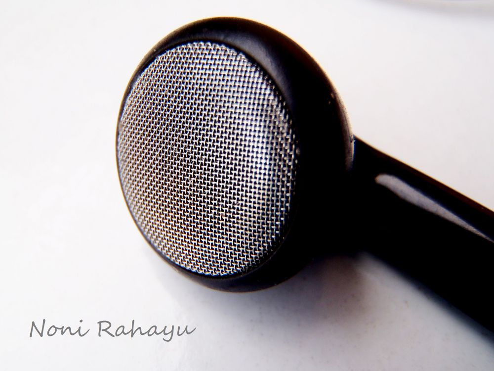 Sounds out  by Noni Rahayu