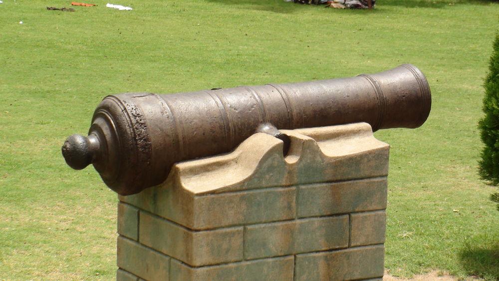 Canon that defended men... by Avik Frankenstein