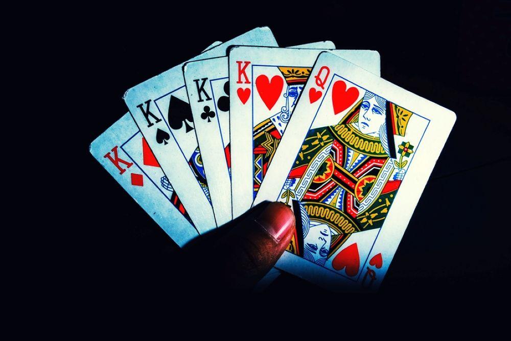 4 kartu by ericsibuea