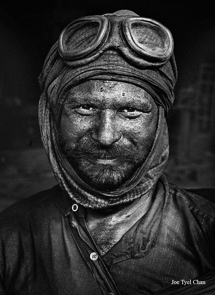 Iron Factory Worker by joetyelchan