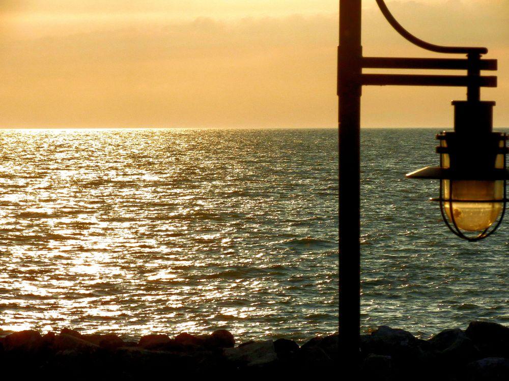 Golden sunset by pennieawhite