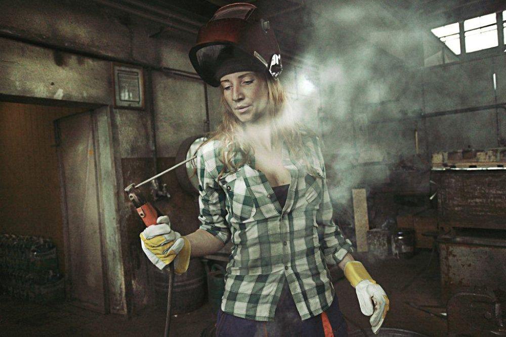 Industrial woman by Prophotoindustry