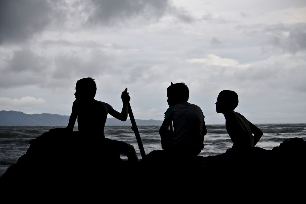Boys in the ocean by edgarmiranda3532