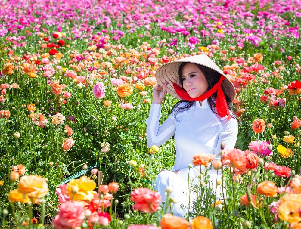 Vietmese Girl in Ao Dai & Non La by ngducchanh